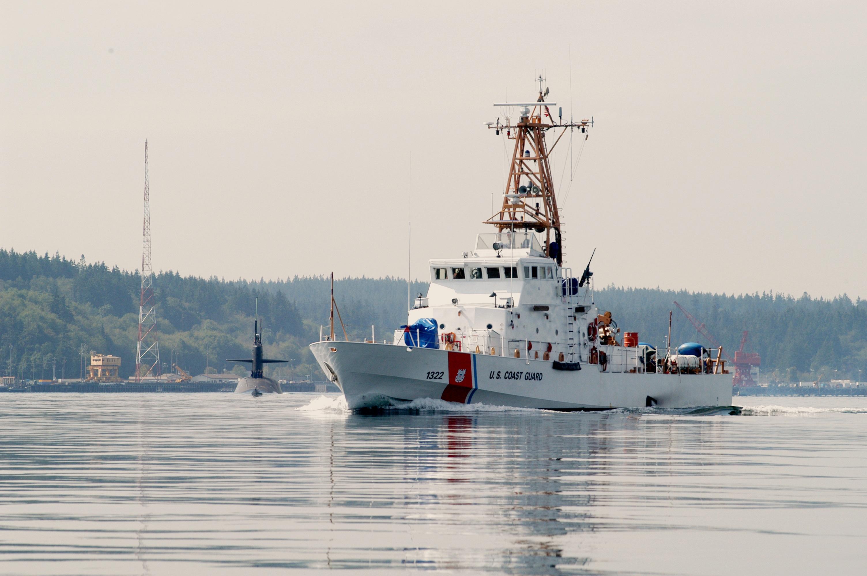 A U.S. Coast Guard cutter guards a marine port. August 2003. [Pixaby]