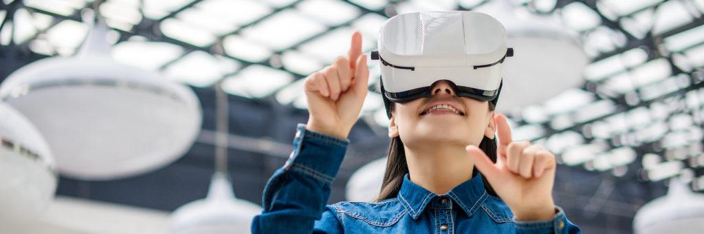 Woman wearing virtual reality glasses - Image