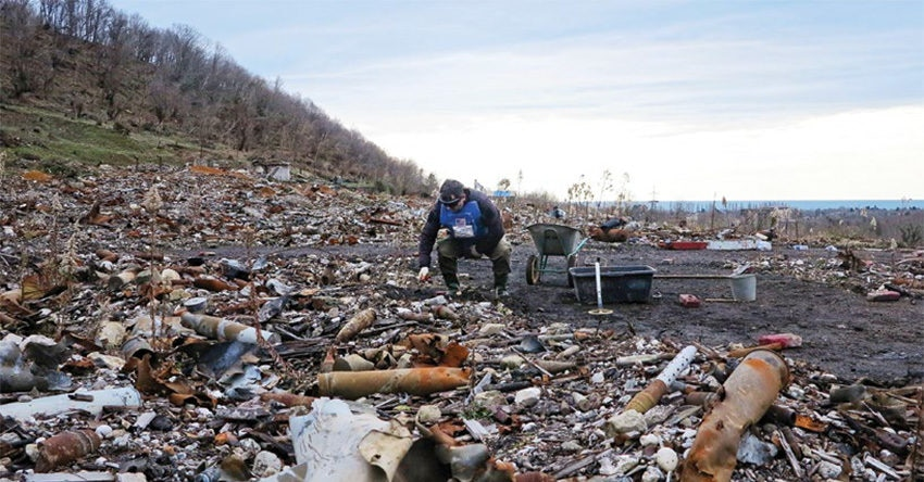 Date: 2019 Description: A UXO clearance team on the scene of an unplanned explosion at the Primorsky depot in Georgia. © Photo courtesy of HALO