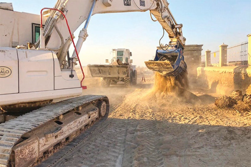 Date: 2019 Description: A HALO excavator with a HD R&D Program screening bucket sifts for landmines in the West Bank. © Photo courtesy of HD R&D