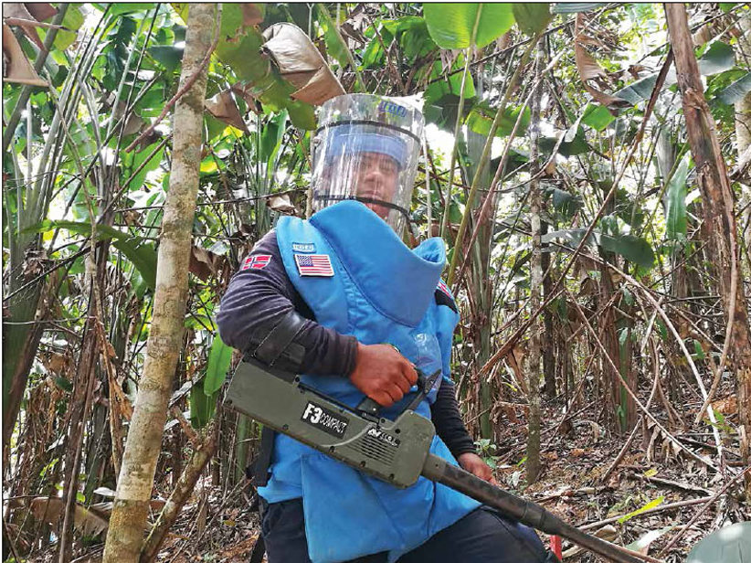 Date: 2018 Description: An NPA deminer uses a mine detector to clear landmines in Vista Hermosa, Meta Department, Colombia. © Photo courtesy of NPA
