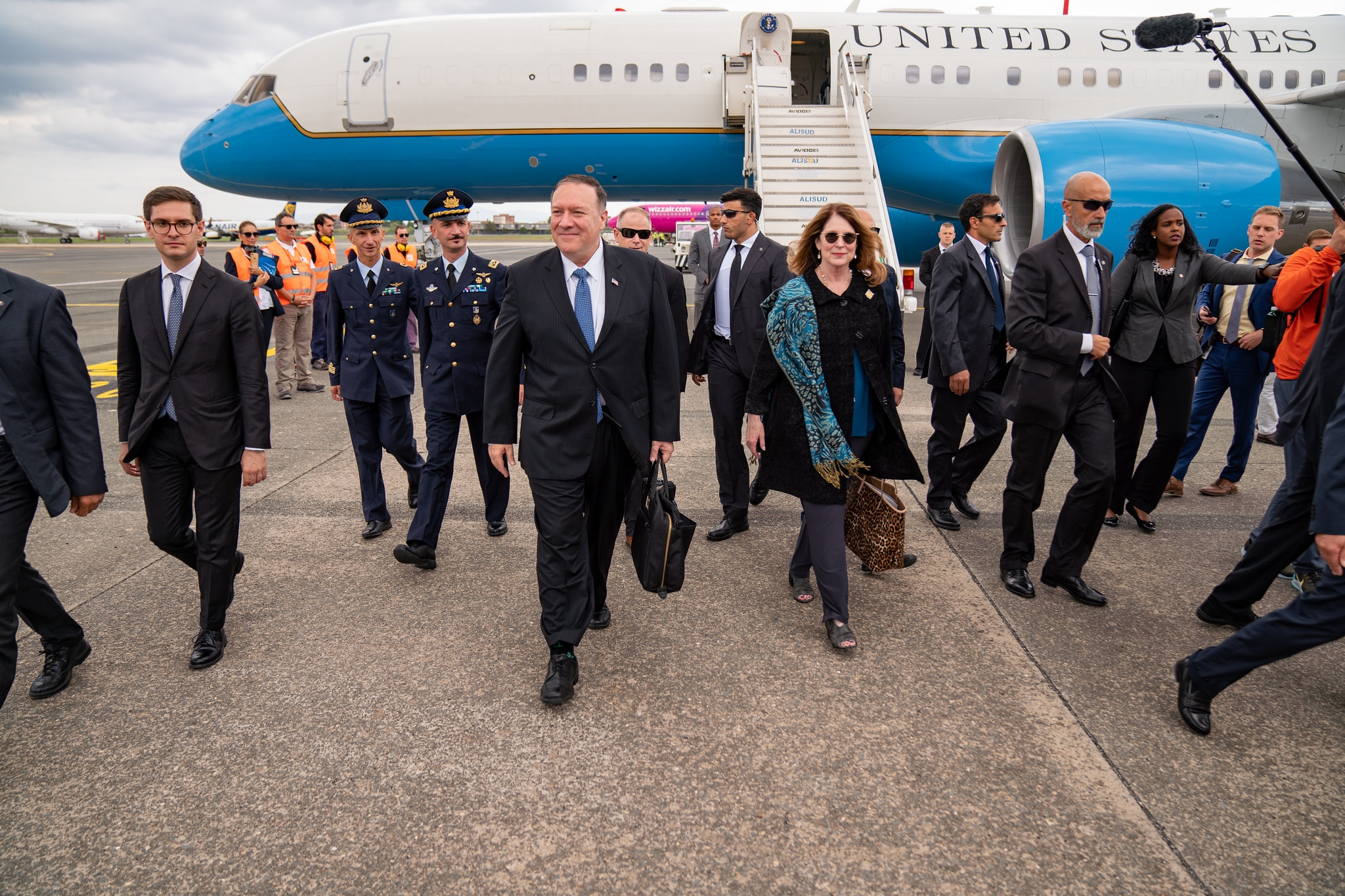 Secretary Pompeo Arrives in Rome: U.S. Secretary of State Michael R. Pompeo and Mrs. Susan Pompeo arrive in Rome, Italy, on October 1, 2019. [State Department photo by Ron Przysucha/ Public Domain]
