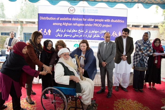 Acting Assistant Secretary Thompson O'Connell visits a U.S government funded WHO project. (Credit: U.S. Embassy Islamabad Public Affairs Section)
