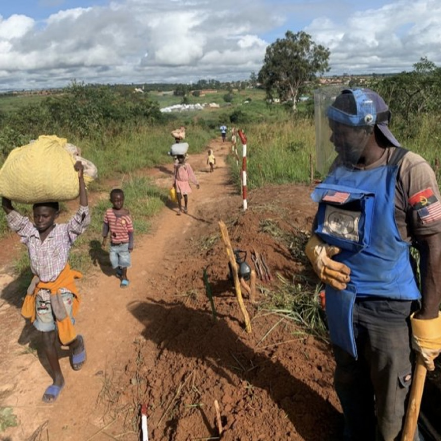 A deminer working for @TheHaloTrust pauses in his work in Bie Province, Angola to let a group of children pass. (Photo courtesy of The Halo Trust)