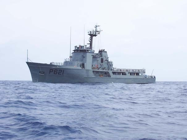 The SLNS Samudura, formerly the USCGC Courageous, at sea and on mission (U.S. Department of State photo)