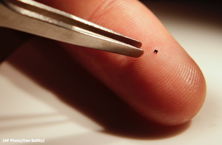 This tiny chip contains the text of an entire book, transcribed at the nanoscale, which can be read under a microscope.