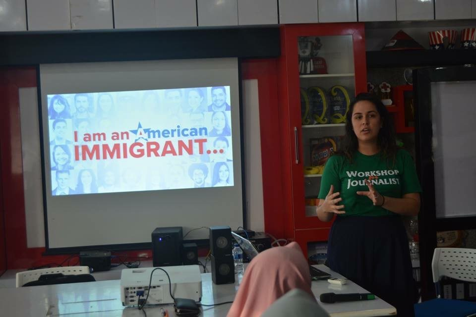 Mery Arcila speaks to students at the American Corner in Tanjungpura University in Pontianak, Indonesia (Photo courtesy of Pontianak American Corner)