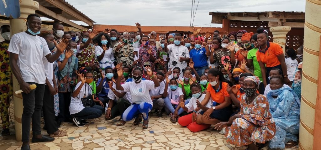 Exchange alumni of the Mandela Washington Fellowship for Young African Leaders at a YAAS activity to teach trades in the fields of sewing, hairdressing and painting. (Photo courtesy: YAAS Togo alumni group)