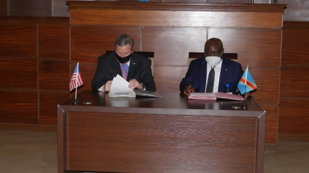 Ambassador Hammer and Minister of Defense Aime Ngoy Mukena sign the MOU on October 28. (Photo courtesy of U.S. Department of State)