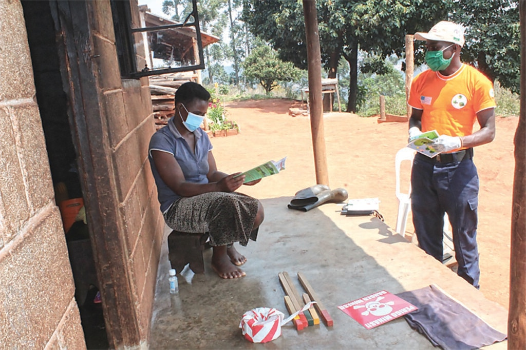 Between July and September 2020, Norwegian People's Aid (NPA) visited 30 vulnerable households, distributing materials with EORE and COVID-19 pandemic messages, benefiting 171 people in Zimbabwe. Photo courtesy of NPA.