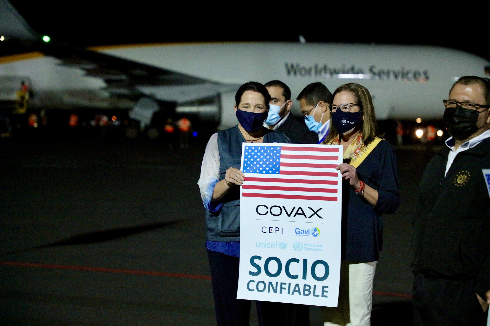 U.S. delivers COVID-19 vaccines does to El Salvador