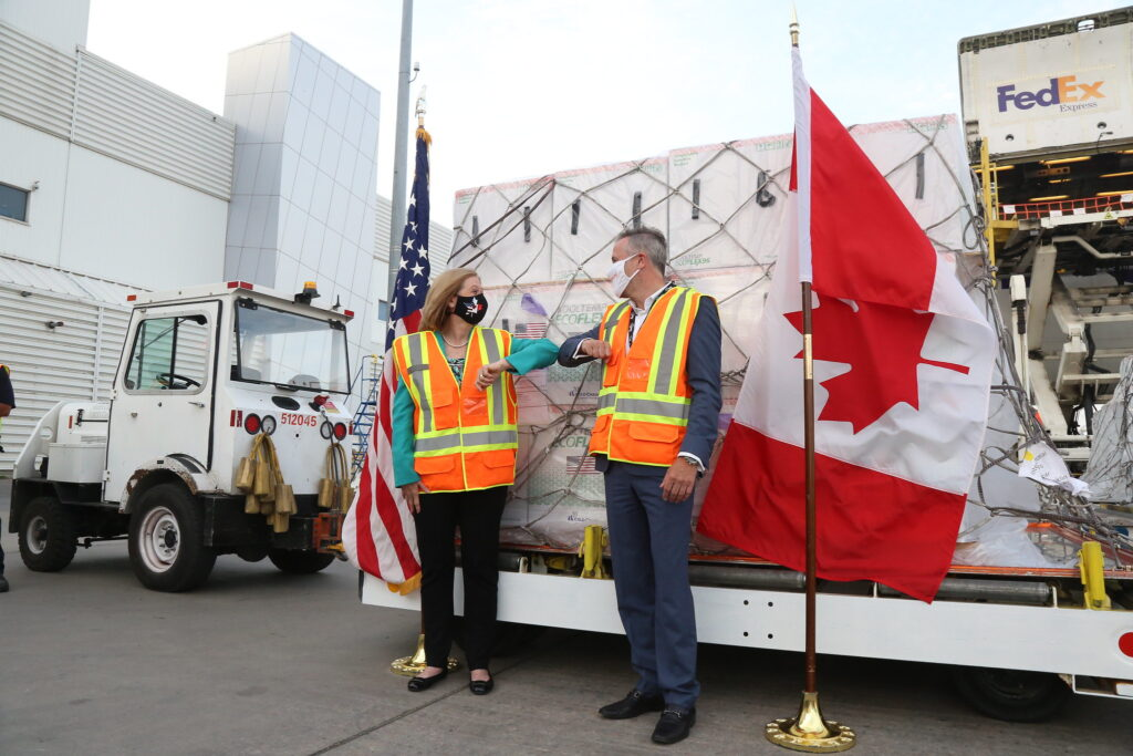 U.S. delivers COVID-19 vaccines does to Canada
