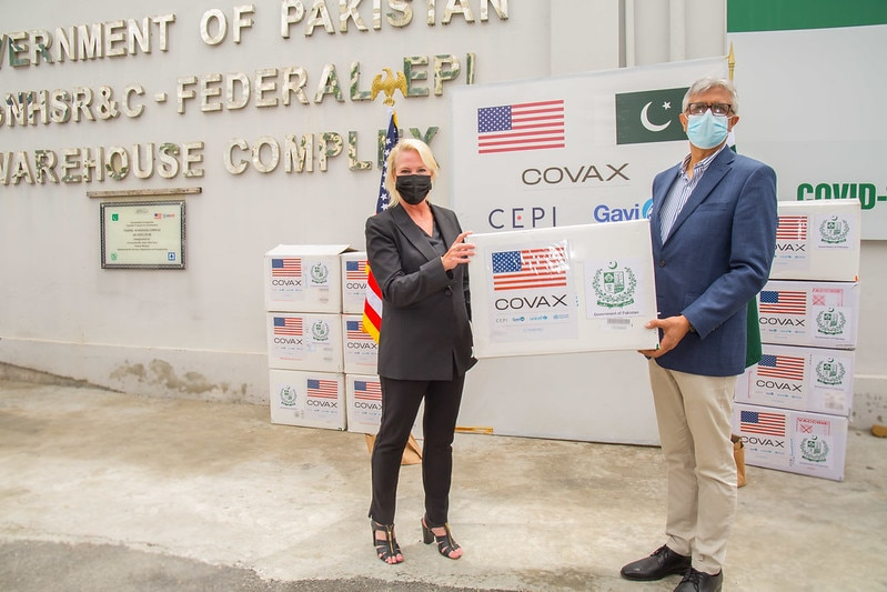 U.S. delivers COVID-19 vaccines does to Pakistan
