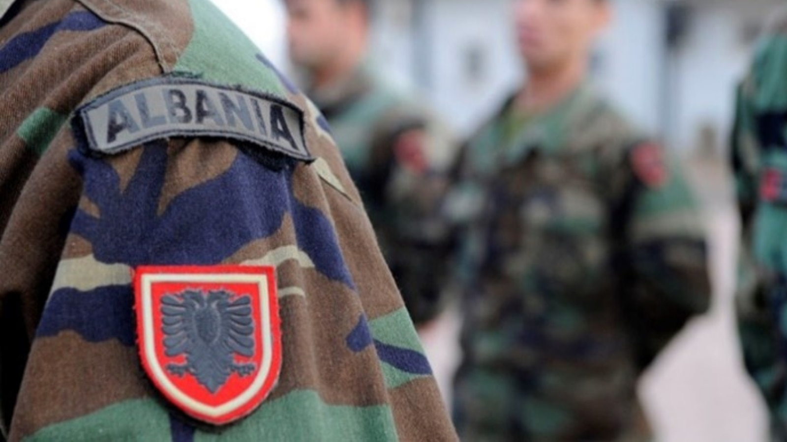 Albanian Armed Forces personnel stand at attention. (Photo courtesy of Creative Commons)