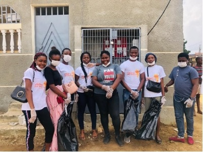 YALI Network Member Gnanman Ange Armand Dohou Bi organized a street clean up for #YALIServes to help members of his community and meet new people.